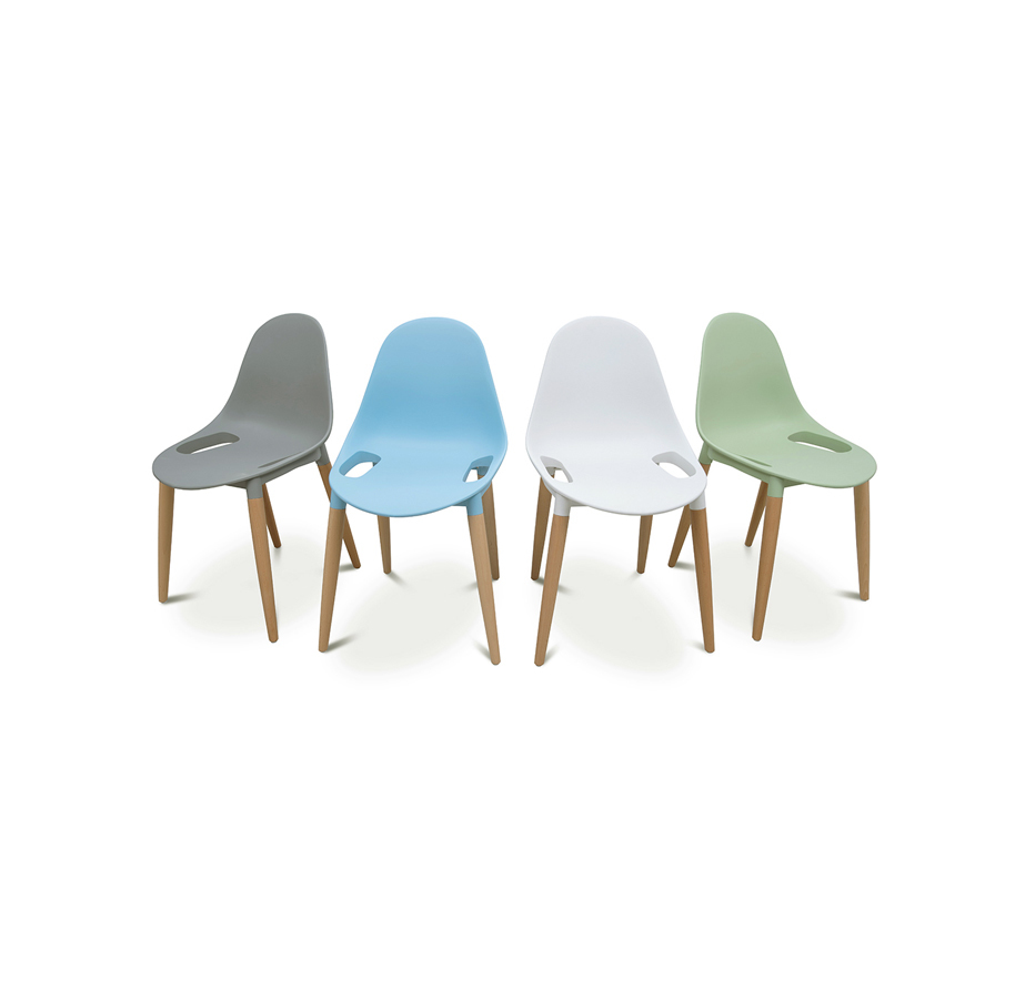 סט 4 כיסאות צבעוניים נערמים